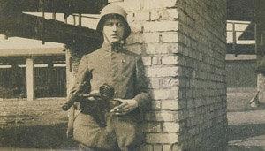 Soldat allemand en France en 1918 armé d'une mitraillette